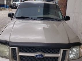 A Vendre Ford explorer 2005 disponible en Haiti