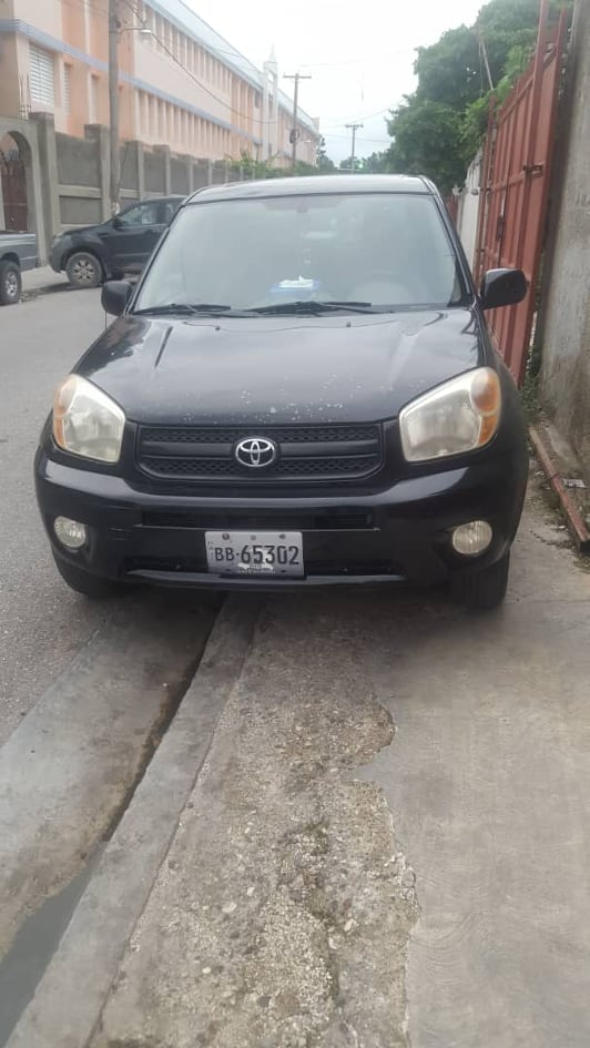 2005 Toyota Rav 4 disponible en Haiti